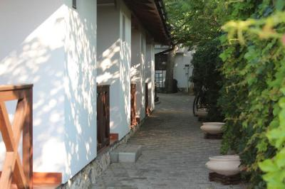 Гостевой дом Uno momento & Oliva del Mar – Оленевка – Крым. Oliva del Mar (территория, номера, санузлы).